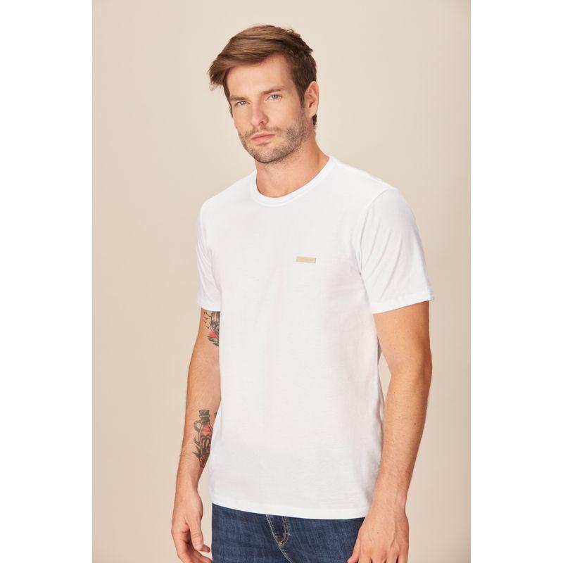 Camiseta-Masculina-Casual-Detalhe-Etiqueta-Acostamento-Branca