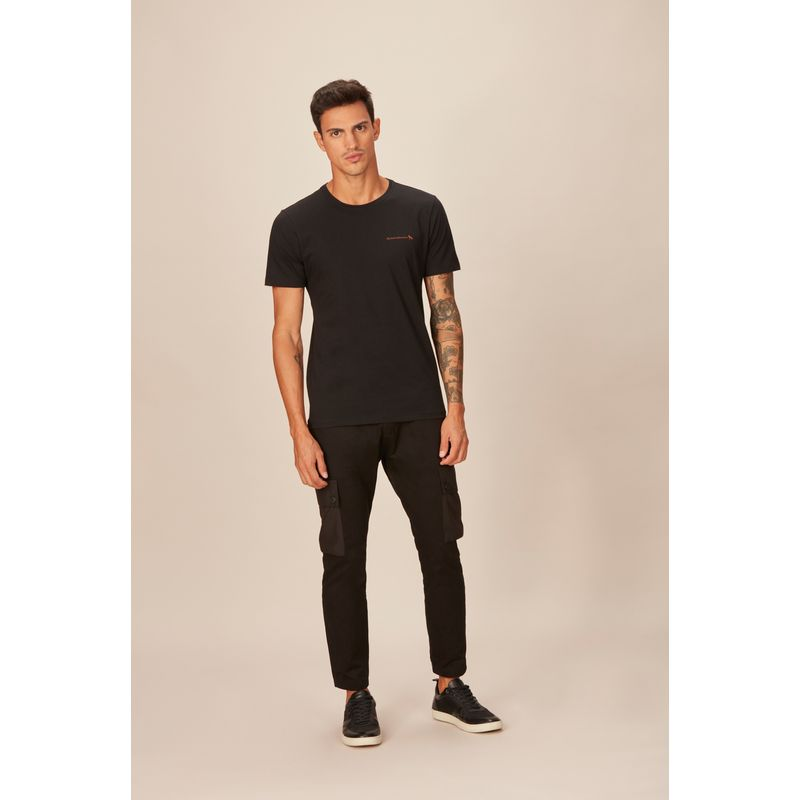 Camiseta-Masculina-Casual-Detalhe-Midia-Couro-Acostamento-Preta